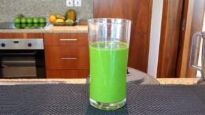 Healthy smoothie recipes  How to make a GREEN SMOOTHIE